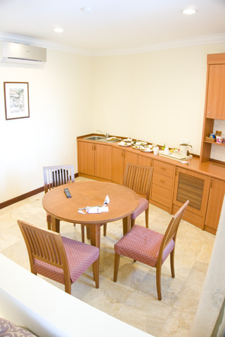holiday_inn_batam_kitchenette