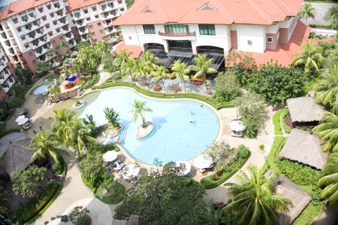 holiday_inn_batam_pool