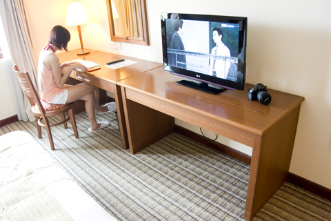 holiday_inn_batam_work_desk